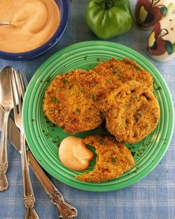 Fried green tomatoes with sriracha dipping sauce